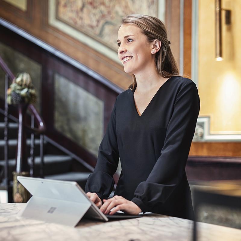 Formeel-hotel-werkkleding-bedrijfskleding