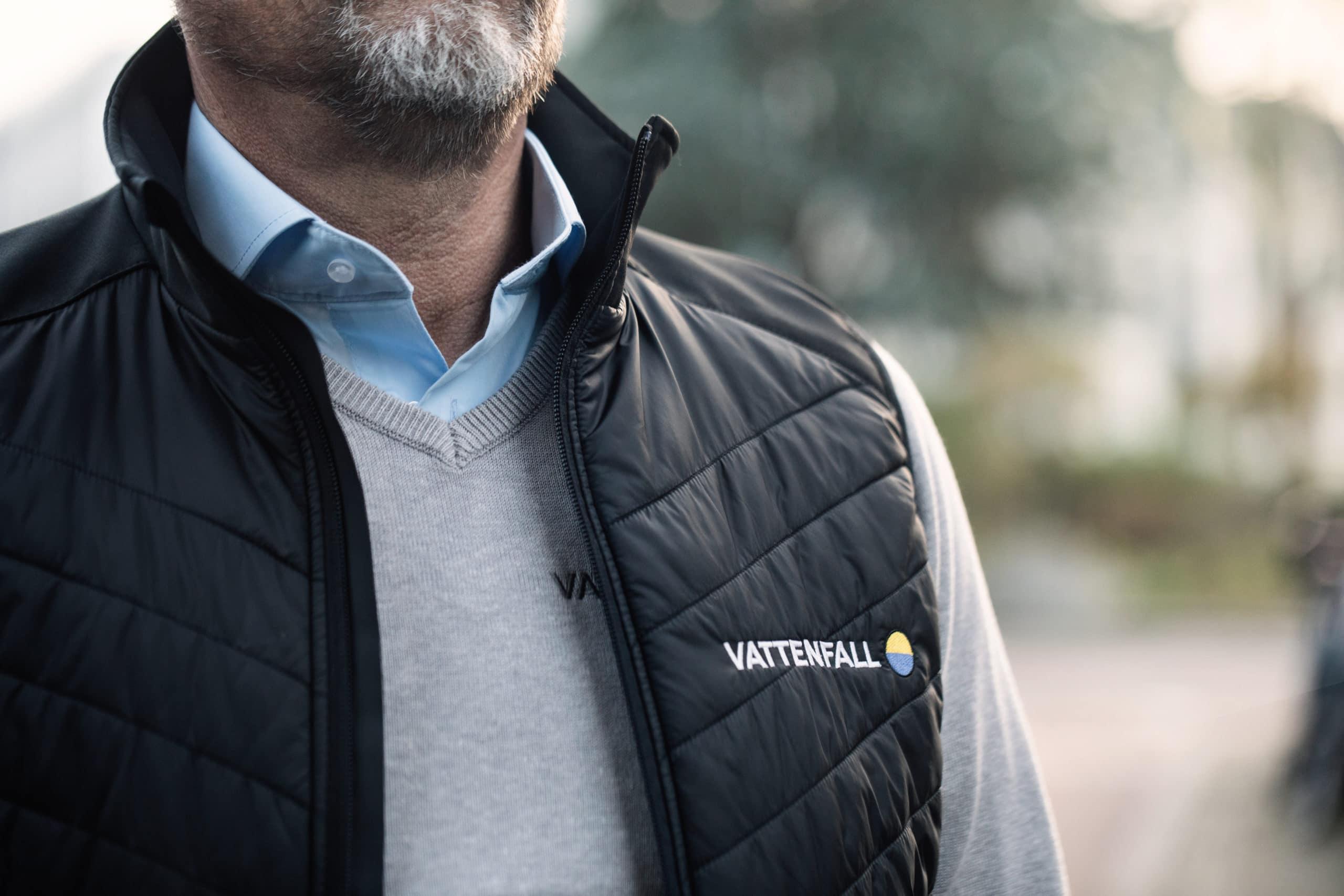 Bedrijfskleding casual Vattenfall verkoper met overhemd pullover en logo's